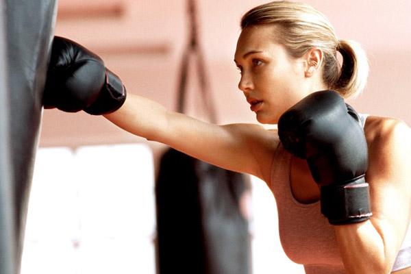 Тренування з боксу або кікбоксинг