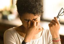Що викликає сухість очей і як ви можете це виправити?